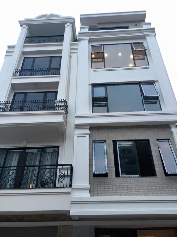 Thiết kế nhà liền kề dùng cửa mở hất
