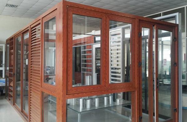 Ưu điểm nổi bật của cửa nhôm Xingfa vân gỗ
